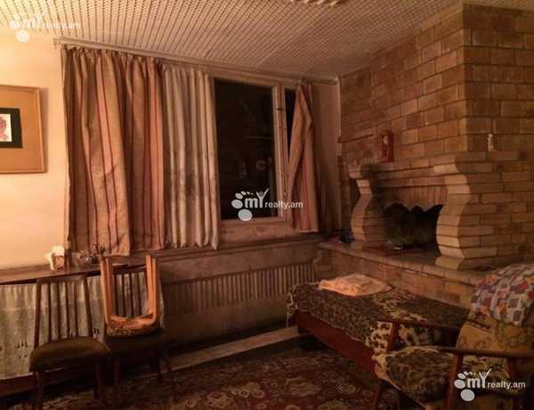 arandznatun-vacharq-Yerevan-Erebuni