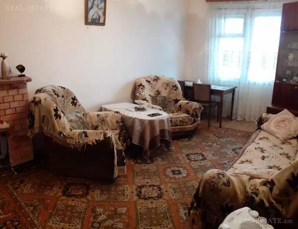 3-senyakanoc-bnakaran-vacharq-Yerevan-Erebuni