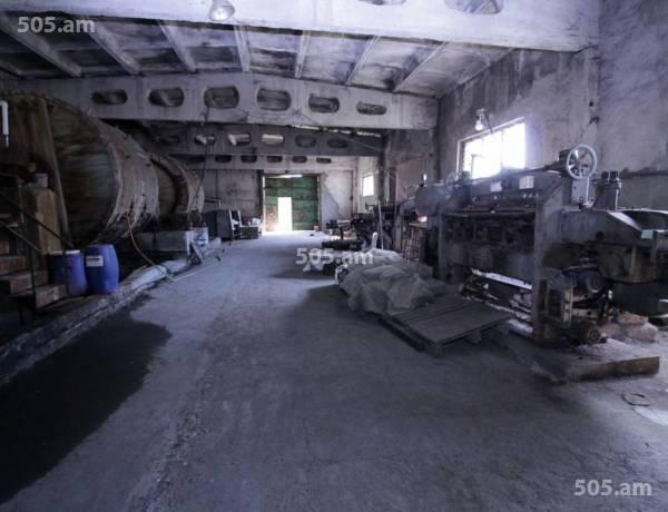 komercion-vacharq-Yerevan-Erebuni